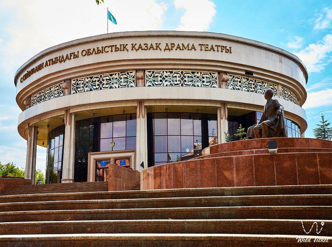 Казахский драматический театр в Караганде.