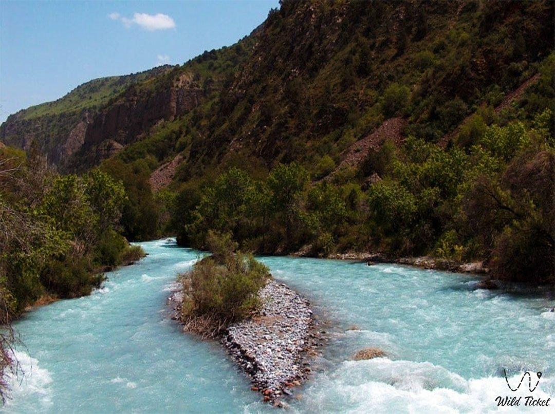 Аксу река в Алматинской области, Казахстан.