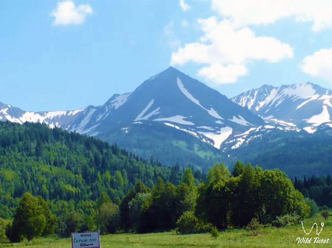 Vysheivanovsky Belok (Voroshilov Peak) in Kazakhstan Altai.
