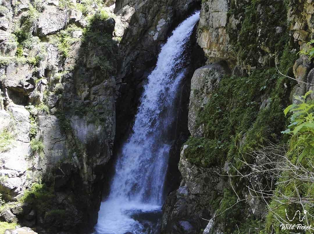 Узун-Каргалы водопад в Алматинской области, Казахстан.