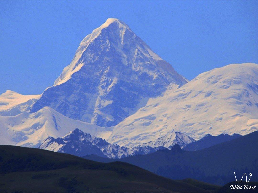 Хан-Тенгри горный пик, гора на территории Казахстана.