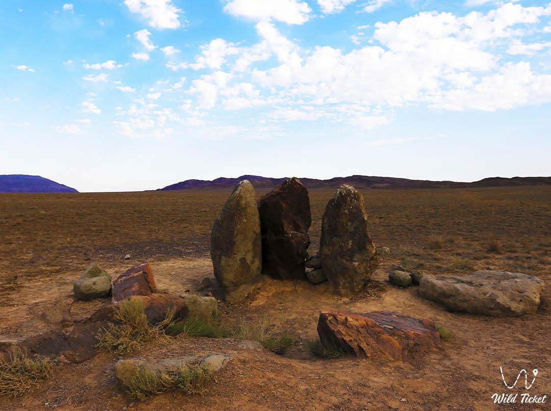 Oshaktas stone steles in Altyn-Emel
