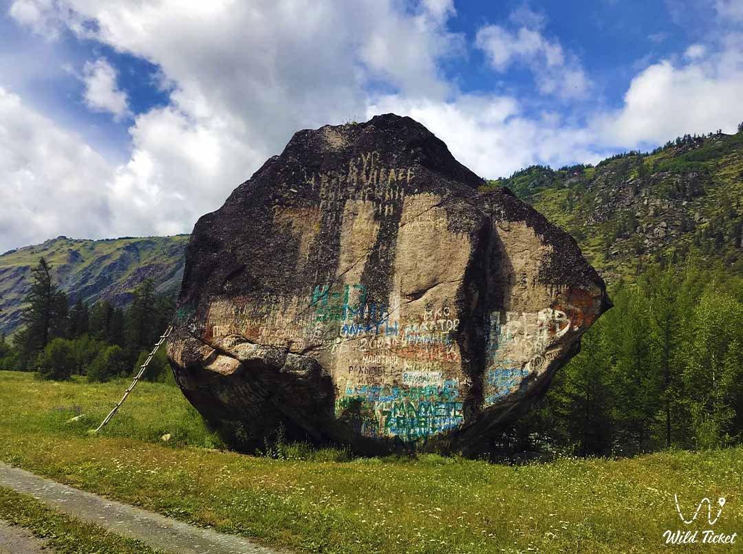 Stone rock Uy-Tas, Bukhtarma river.
