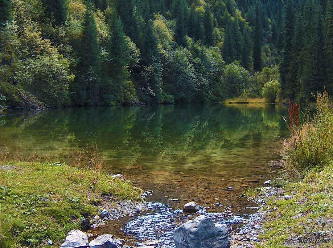 Lake Maloe Kaindy (Small Kaindy lake).